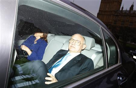 Argentina's Foreign Minister Hector Timerman leaves after attending a meeting at the Houses of Parliament in London February 5, 2013. REUTERS/Andrew Winning (BRITAIN - Tags: POLITICS)