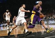 Los Angeles Lakers' Kobe Bryant (R) drives past Brooklyn Nets' Deron Williams during the first quarter of their NBA basketball game in Brooklyn, New York February 5, 2013. REUTERS/Mike Segar