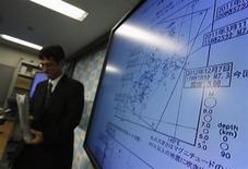 Un analista dell'Agenzia metereologia giapponese. REUTERS/Toru Hanai