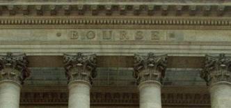 Les Bourses européennes ont débuté sur une note stable ou en légère hausse mercredi, marquant une pause après leur rebond de la veille, dans des marché focalisés sur quelques résultats mitigés de poids lourds de la cote et les tensions politiques dans les pays du Sud de l'Europe. À Paris, l'indice CAC 40 perd 0,04% vers 8h45 GMT. À Francfort, le Dax gagne 0,1% et à Londres, le FTSE prend 0,36%. L'indice paneuropéen EuroStoxx 50 est inchangé. /Photo d'archives/REUTERS
