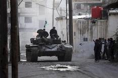 Guerriglieri ribelli nei pressi di Damasco. REUTERS/Goran Tomasevic