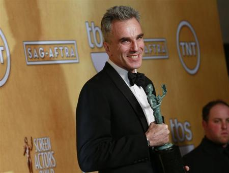 Daniel Day-Lewis poses backstage after winning the award for outstanding male actor in a leading role for ''Lincoln'' at the 19th annual Screen Actors Guild Awards in Los Angeles, California January 27, 2013. REUTERS/Adrees Latif/Files