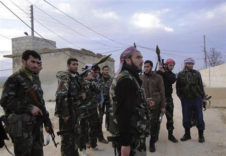 Members of the Free Syrian Army stand with their weapons in the town of Nebel in Aleppo's countryside February 5, 2013. Picture taken February 5, 2013. REUTERS/Mahmoud Hassano (SYRIA - Tags: CONFLICT POLITICS)