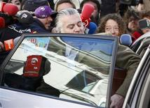 Luis Barcenas is surrounded by journalists as he gets into a taxi after leaving the anti-corruption prosecutor's office in Madrid February 6, 2013. REUTERS/Paul Hanna