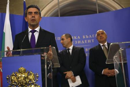 Bulgarian President Rosen Plevneliev (L) speaks during a joint news conference with Prime Minister Boiko Borisov (R) and Interior Minister Tsvetan Tsvetanov in Sofia February 5, 2013. REUTERS/Stoyan Nenov