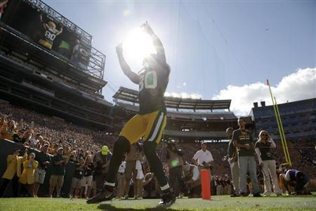 Green Bay Packers' Donald Driver is announced before the start of the NFL football game against the San Francisco 49ers in Green Bay, Wisconsin September 9, 2012. REUTERS/Darren Hauck