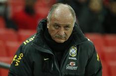 O técnico Luiz Felipe Scolari comandou o Brasil em jogo contra Inglaterra nesta quarta-feira. REUTERS/Eddie Keogh