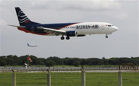 A Batavia Air plane prepares to land at the Sukarno-Hatta airport in Tangerang on the outskirts of Jakarta January 30, 2013. REUTERS/Enny Nuraheni/Files