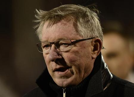 Manchester United's manager Alex Ferguson watches the warm-up before the English Premier League soccer match against Fulham at Craven Cottage stadium in London February 2, 2013. REUTERS/Dylan Martinez