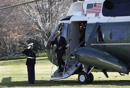 U.S. President Barack Obama salutes from the steps of the Marine One helicopter on the South Lawn of the White House upon his return to Washington from Annapolis, Maryland February 6, 2013. REUTERS/Yuri Gripas