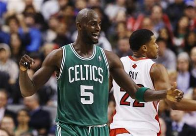 Garnett leads Rondo-less Celtics to fifth straight win