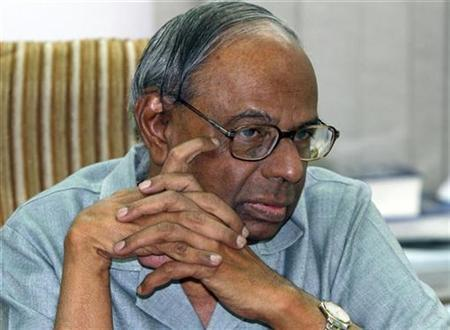 Indian Prime Minister's economic advisory council chairman C. Rangarajan pauses during an interview with Reuters in New Delhi June 12, 2010. REUTERS/B Mathur/Files