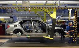 Workers assemble a Mercedes-Benz C-class car at their plant in Sindelfingen near Stuttgart February 5, 2013. REUTERS/Michael Dalder