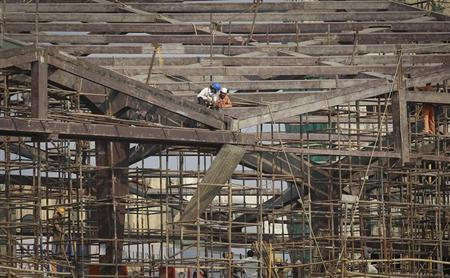 Labourers work at the construction site of a metro station in Mumbai January 31, 2013. REUTERS/Danish Siddiqui/Files