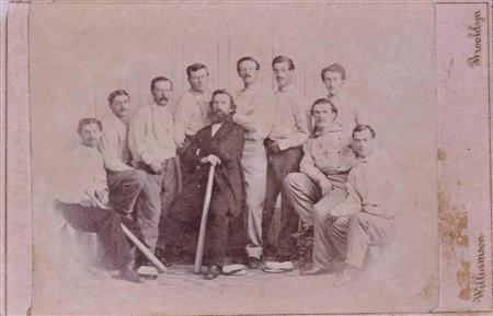 2月6日、米メーン州で発見された、これまでで最も古いとみられる野球カードが競売に掛けられ、9万2000ドル(約860万円)で落札された。提供写真(2013年 ロイター/Saco River Auction Co)