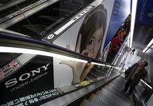 Sony fait état d'un bénéfice d'exploitation pour les neuf premiers mois de 2012-2013, après avoir accusé une perte lors de la même période de 2011-2013, tout en maintenant son objectif de résultat pour l'ensemble de l'exercice. /Photo prise le 6 février 2013/REUTERS/Shohei Miyano