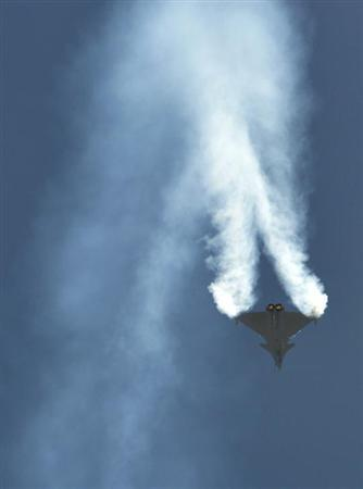 A Dassault Rafale combat aircraft, which has been selected by the Indian Air Force for purchase, performs during the inauguration ceremony of the ''Aero India 2013'' at Yelahanka air force station on the outskirts of Bangalore February 6, 2013. REUTERS/Stringer