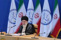 Líder supremo do Irã, Aiatolá Ali Khamenei fala durante a 16a cúpula do Movimento Não-Alinhado em Teerã, em agosto de 2012. A maior autoridade do Irã, aiatolá Ali Khamenei, rejeitou nesta quinta-feira uma oferta de conversação direta com os Estados Unidos feita esta semana pelo vice-presidente norte-americano, Joe Biden, afirmando que não resolveria os problemas entre as partes. 30/08/2012 REUTERS/Hamid Forootan/ISNA