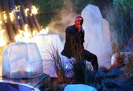 Frank Ocean is bathed in red light as he performs ''Thinkin Bout You'' during the 2012 MTV Video Music Awards in Los Angeles, September 6, 2012. REUTERS/Mario Anzuoni
