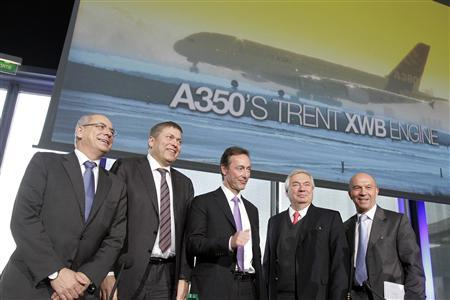 Fabrice Bregier (C), Airbus President and Chief Executive Officer, stands with, from L-R, Domingo Urena-Raso, Head of Airbus Military, Gunter Butschek, Chief Operating Officer, John Leahy, Chief Operating Officer Customers, and Tom Williams, Executive Vice-President-Programmes, as they attend the Airbus annual news conference in Toulouse, January 17, 2013. REUTERS/Jean-Philippe Arles