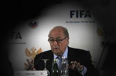 Presidente da Fifa, Joseph Blatter, fala durante coletiva de imprensa em São Petersburgo. Blatter disse nesta quinta-feira que manipulações de resultados sempre existirão no esporte e que é impossível acabar com elas, após a divulgação nesta semana de um esquema global de jogos arranjados. 20/01/2013 REUTERS/Alexander Demianchuk
