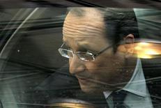 """Selon un sondage CSA, la cote de confiance de François Hollande gagne trois points en un mois à 38%, dopée notamment par l'intervention militaire de la France au Mali et le """"mariage pour tous"""". /Photo prise le 7 févier 2013/REUTERS/Yves Herman"""