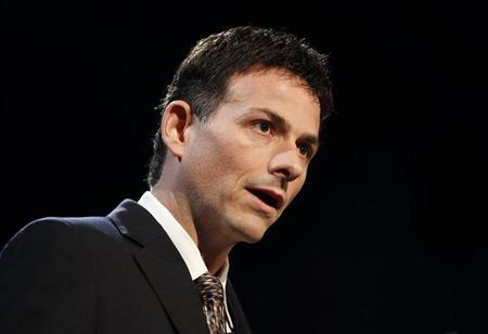 David Einhorn, President of Greenlight Capital, speaks at the 6th Annual New York Value Investing Congress in New York City, October 13, 2010. REUTERS/Mike Segar/Files