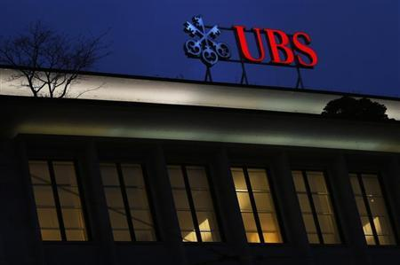 The logo of Swiss bank UBS is seen on a building at Paradeplatz square in Zurich December 17, 2012. REUTERS/Michael Buholzer