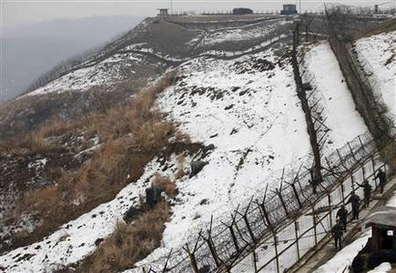 South Korean soldiers patrol along the military fence, just south of the demilitarized zone separating the two Koreas, in Yeoncheon, about 65 km (40 miles) north of Seoul January 30, 2013. REUTERS/Kim Hong-Ji
