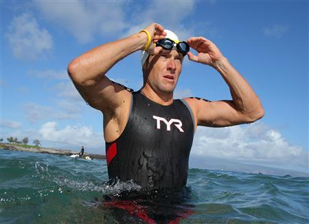 Lance Armstrong prepares before the swimming portion of the Xterra World Championship triathlon in Kapalua, Hawaii October 23, 2011. REUTERS/Hugh Gentry