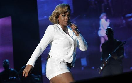Mary J. Blige performs during the Jamaica Jazz and Blues 2013 festival in Trelawny, early on January 26, 2013. REUTERS/Gilbert Bellamy