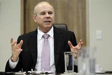 O ministro da Fazenda, Guido Mantega, concede entrevista à Reuters, em Brasília, nesta quinta-feira. 07/02/2013 REUTERS/Ueslei Marcelino
