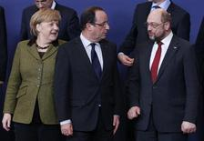 (L-R) Germany's Chancellor Angela Merkel, France's President Francois Hollande and European Parliament President Martin Schulz pose for a family photo during an European Union leaders summit meeting to discuss the European Union's long-term budget in Brussels February 7, 2013. European Union leaders begin two days of talks on a long-term budget on Thursday, with efforts to refocus spending on growth likely to be thwarted by demands for farm subsidies as pressure to reach a deal grows. REUTERS/Francois Lenoir (BELGIUM - Tags: POLITICS BUSINESS)
