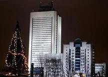 Вид на штаб-квартиру Газпрома в Москве 21 декабря 2004 года. Пятая по объемам добычи нефти в РФ компания Газпромнефть на 10 процентов увеличила в 2012 году чистую прибыль по МСФО и запасы углеводородов. REUTERS/Sergei Karpukhin