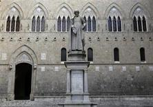 Monte Dei Paschi bank headquarters is pictured in Siena January 25, 2013. REUTERS/Stefano Rellandini