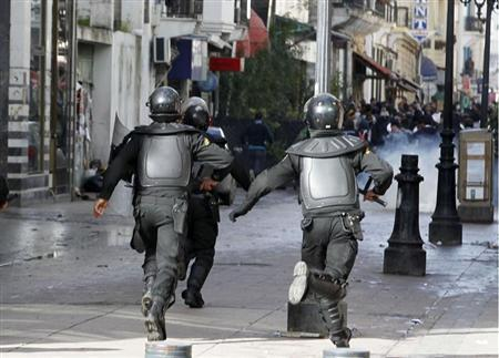 Riot police run towards protesters during a demonstration in Tunis February 7, 2013. REUTERS/Louafi Larbi