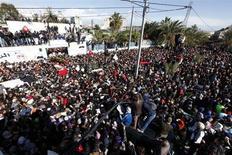 Migliaia di persone ai funerali di Chokri Belaid. REUTERS/Anis Mili