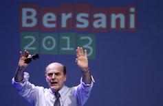 Líder do Partido Democrático Pierluigi Bersani fala durante comício político, em Florença. A centro-esquerda está a caminho de vencer as eleições da Itália, mas pode ter de formar uma aliança com o atual primeiro-ministro, Mario Monti, para governar, mostraram as últimas pesquisas antes da votação de 24 e 25 de fevereiro. 01/02/2013 REUTERS/Max Rossi