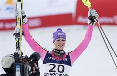 L'Allemande Maria Höfl-Riesch a été sacrée vendredi championne du monde de super-combiné à la faveur d'une superbe manche de slalom. Elle a devancé la Slovène Tina Maze et l'Autrichienne Nicole Hosp, médaille de bronze. /Photo prise le 8 février 2013/REUTERS/Leonhard Foeger