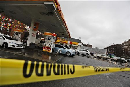 Cars are seen lined up outside a gas station in Queens borough of New York February 8, 2013. REUTERS/Shannon Stapleton