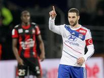 De retour dans le groupe après une blessure au mollet et à l'ego, Lisandro Lopez peut être l'un des hommes-clés de la saison de l'Olympique Lyonnais, selon son entraîneur. /Photo prise le 22 décembre 2012/REUTERS/Robert Pratta