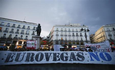 Demonstrators protest against Las Vegas Sands' planned gambling complex in central Madrid in this file photo taken September 8, 2012. REUTERS/Andrea Comas