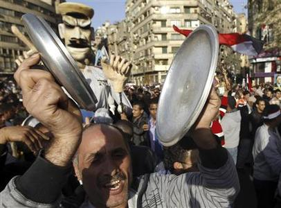 An Egyptian bangs a pot as he protests against the high prices of goods in Tahrir square in Cairo February 8, 2013. REUTERS/Mohamed Abd El Ghany