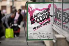 L'accord conclu vendredi sur le budget de l'Union européenne pour 2014-2020 préserve l'aide alimentaire aux plus démunis, comme le demandait la France, mais en réduit fortement le montant malgré les besoins créés par la crise économique. /Photo prise le 26 novembre 2012/REUTERS/Eric Gaillard