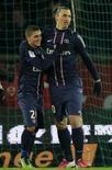 Zlatan Ibrahimovic comemora gol do PSG com Marco Verratti nesta sexta-feira. REUTERS/Gonzalo Fuentes