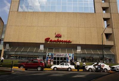 Tycoon Slim's retailer Sanborns makes lackluster debut