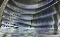 """Guillaume Garot, ministre délégué à l'Agroalimentaire, a déclaré samedi que le L'Etat français compensera """"à l'euro près"""" la baisse de l'enveloppe consacrée à l'aide alimentaire aux plus démunis dans le budget de l'Union européenne pour 2014-2020. /Photo d'archives/REUTERS/Thierry Roge"""