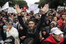 Partidários do Ennahda gritam em apoio ao partido durante manifestação em Túnis, Tunísia. 9/02/2013 REUTERS/Luoafi Larbi