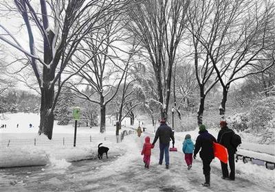 Blizzard hammers U.S. Northeast, five dead, 700,000...