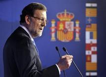 O primeiro-ministro da Espanha, Mariano Rajoy, fala durante coletiva de imprensa em Bruxelas, Bélgica. Rajoy divulgou suas declarações de impostos neste sábado numa tentativa de conter relatos de que ele e outros políticos conservadores receberam pagamentos secretos em dinheiro, mas a oposição afirmou que muitas questões continuam sem resposta. 8/02/2013 REUTERS/Eric Vidal